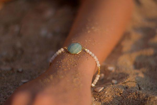 zasu-nakit-kristali-narukvice-biseri-amazonit-zlato