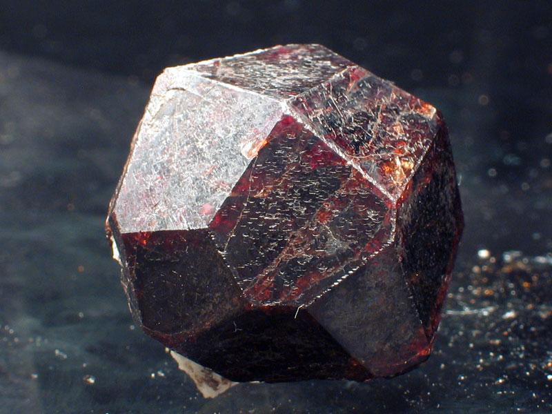 Granat kristal